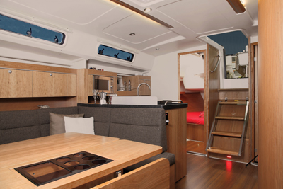 hanse415_salon looking aft_145v2