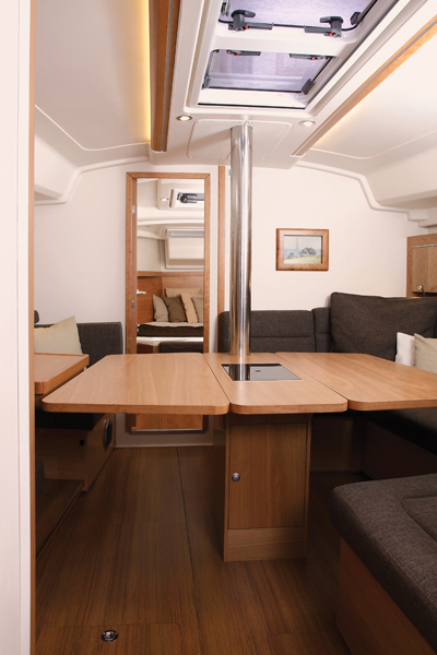 hanse415 salon looking fwd 108v2 Hanse 415 Review