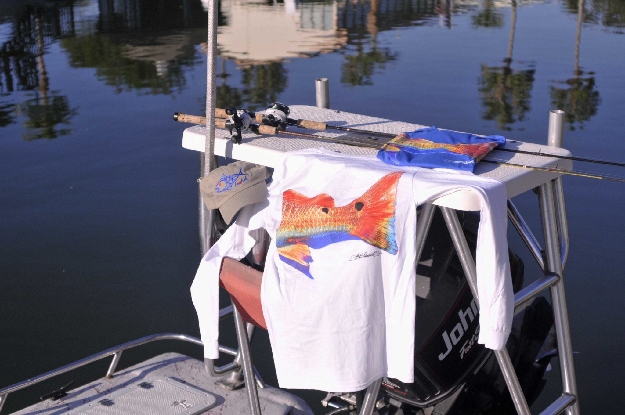 Redfish on boat 1024x680 Art by Bill Edwards and Beafish Designs